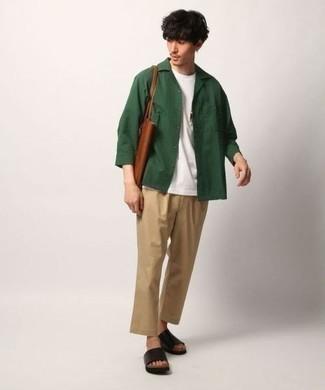 Combinar un bolso: Utiliza una chaqueta estilo camisa verde oscuro y un bolso para un look agradable de fin de semana. Sandalias de cuero negras resaltaran una combinación tan clásico.