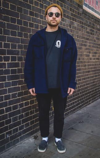 Combinar un gorro marrón claro: Una chaqueta estilo camisa azul marino y un gorro marrón claro son una opción perfecta para el fin de semana. Con el calzado, sé más clásico y completa tu atuendo con zapatillas slip-on de lona azul marino.