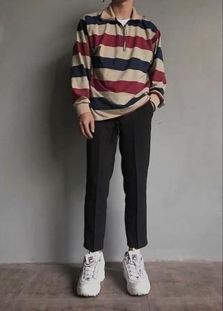 Outfits hombres: Ponte un jersey de cuello alto con cremallera en multicolor y un pantalón chino negro para lidiar sin esfuerzo con lo que sea que te traiga el día. ¿Quieres elegir un zapato informal? Haz deportivas blancas tu calzado para el día.