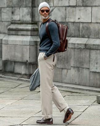 Combinar unos calcetines en beige: Considera ponerse un blazer de lana gris y unos calcetines en beige para un look agradable de fin de semana. Luce este conjunto con mocasín de cuero en marrón oscuro.