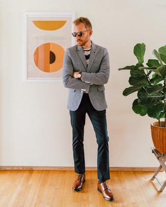 Combinar unos zapatos derby de cuero marrónes: Emparejar un blazer de lana gris junto a un pantalón chino verde oscuro es una opción excelente para un día en la oficina. Completa tu atuendo con zapatos derby de cuero marrónes para mostrar tu inteligencia sartorial.