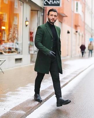 Combinar unos guantes de cuero negros: Emparejar un abrigo largo verde oscuro con unos guantes de cuero negros es una opción excelente para el fin de semana. ¿Te sientes valiente? Complementa tu atuendo con botines chelsea de cuero negros.