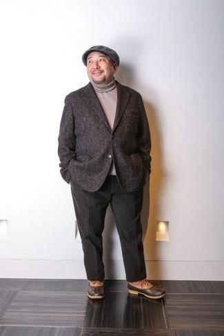 Combinar un pantalón chino verde oscuro: Opta por un blazer de lana de espiguilla en marrón oscuro y un pantalón chino verde oscuro para el after office. ¿Quieres elegir un zapato informal? Elige un par de botas para la nieve de cuero en tabaco para el día.