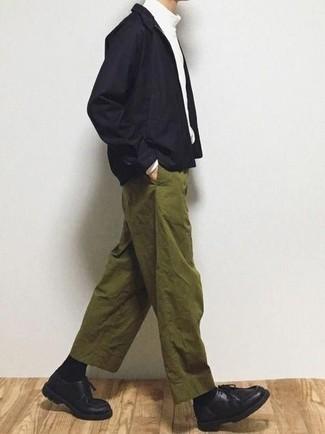 Combinar una cazadora harrington negra: Intenta ponerse una cazadora harrington negra y un pantalón chino verde oliva para cualquier sorpresa que haya en el día. Botas safari de cuero negras son una opción práctica para complementar tu atuendo.