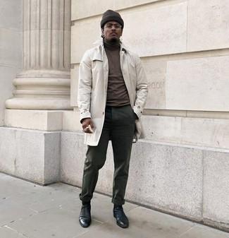 Combinar un abrigo: Opta por un abrigo y un pantalón chino verde oscuro para una apariencia fácil de vestir para todos los días. Con el calzado, sé más clásico y usa un par de botines chelsea de cuero negros.