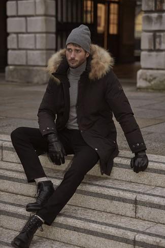 Combinar unos guantes de cuero negros: Empareja una parka negra con unos guantes de cuero negros transmitirán una vibra libre y relajada. ¿Te sientes valiente? Usa un par de botas casual de cuero negras.