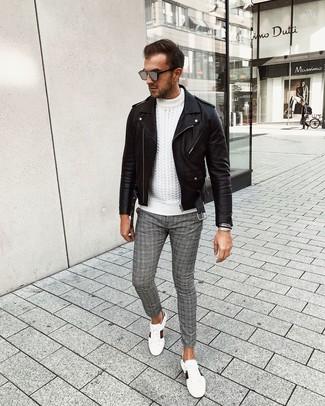 Combinar unas gafas de sol grises: Usa una chaqueta motera de cuero negra y unas gafas de sol grises para un look agradable de fin de semana. ¿Te sientes valiente? Haz tenis de cuero estampados blancos tu calzado.