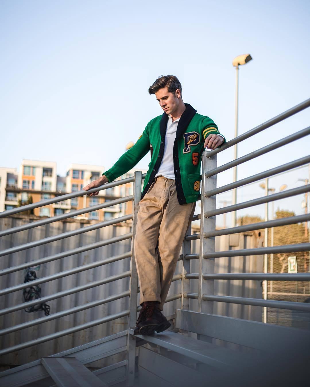 45ed8698f49 Una camisa polo de vestir con unas botas de cuero en marrón oscuro (10  looks de moda) | Moda para Hombres | Lookastic México