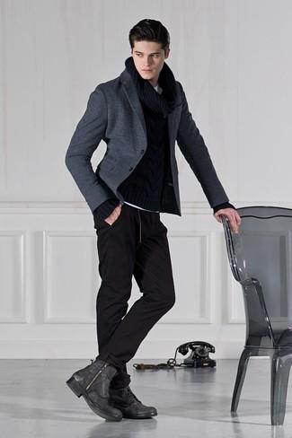 Combinar unas botas casual de cuero en gris oscuro: Empareja un blazer de lana en gris oscuro junto a un pantalón de chándal negro para un almuerzo en domingo con amigos. Con el calzado, sé más clásico y elige un par de botas casual de cuero en gris oscuro.