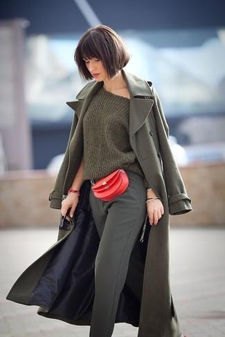 Combinar un pantalón de pinzas verde oscuro: Si buscas un estilo adecuado y a la moda, equípate un abrigo verde oliva junto a un pantalón de pinzas verde oscuro.