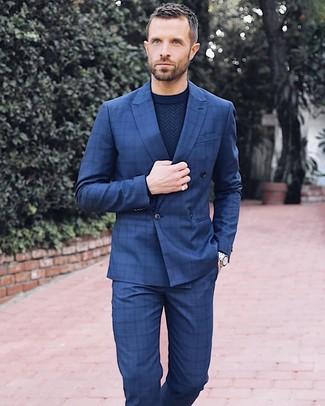 Cómo combinar: reloj plateado, pantalón de vestir a cuadros azul marino, jersey con cuello circular azul marino, blazer cruzado a cuadros azul marino