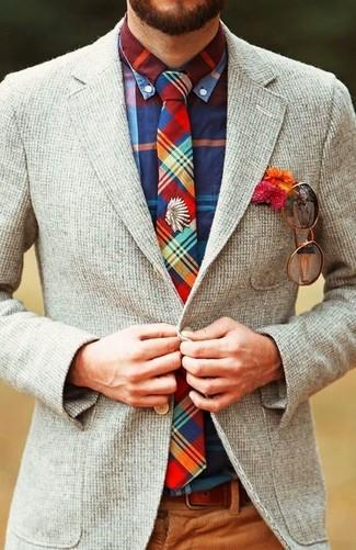 Cómo combinar: corbata de tartán en multicolor, pantalón de vestir de pana marrón, camisa de manga larga de tartán en multicolor, blazer de lana gris