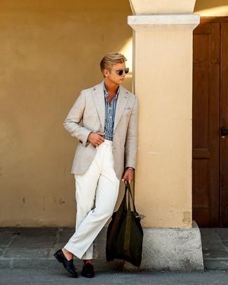 Combinar un blazer en beige: Algo tan simple como optar por un blazer en beige y un pantalón de vestir blanco puede distinguirte de la multitud. Mocasín con borlas de cuero azul marino son una opción perfecta para completar este atuendo.