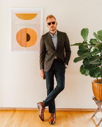 Combinar un pantalón de vestir verde oscuro: Equípate un blazer de tartán en marrón oscuro junto a un pantalón de vestir verde oscuro para un perfil clásico y refinado. Zapatos derby de cuero marrónes son una opción muy buena para complementar tu atuendo.