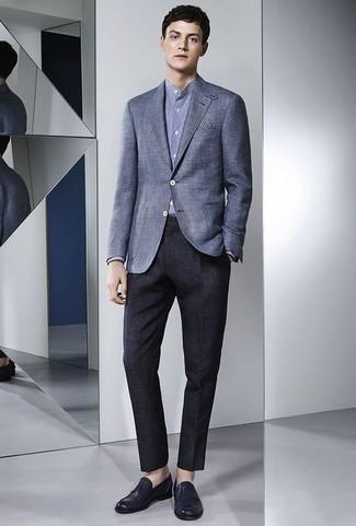 Combinar una camisa de manga larga: Elige una camisa de manga larga y un pantalón de vestir azul marino para una apariencia clásica y elegante. Mocasín de cuero azul marino son una opción muy buena para complementar tu atuendo.