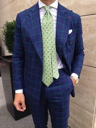 Cómo combinar: corbata estampada en blanco y verde, pantalón de vestir a cuadros azul, camisa de vestir blanca, blazer cruzado a cuadros azul