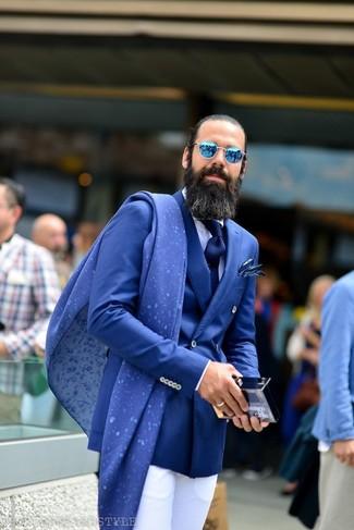 Combinar unas gafas de sol azules: Para un atuendo que esté lleno de caracter y personalidad intenta ponerse un blazer cruzado azul y unas gafas de sol azules.