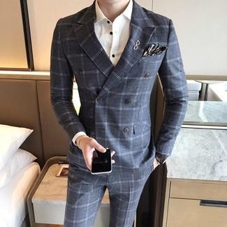 Cómo combinar: pañuelo de bolsillo de tartán en gris oscuro, pantalón de vestir de lana a cuadros gris, camisa de vestir blanca, blazer cruzado de lana a cuadros gris