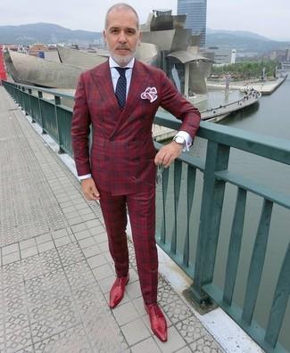 Cómo combinar: zapatos oxford de cuero rojos, pantalón de vestir de tartán rojo, camisa de vestir blanca, blazer cruzado de tartán rojo