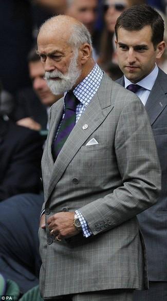 Combinar un pantalón de vestir a cuadros gris: Equípate un blazer cruzado a cuadros gris con un pantalón de vestir a cuadros gris para una apariencia clásica y elegante.