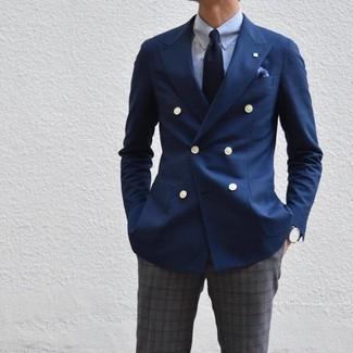 Cómo combinar: corbata azul marino, pantalón de vestir de tartán en gris oscuro, camisa de vestir celeste, blazer cruzado azul marino