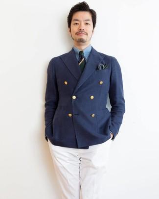 Combinar un pañuelo de bolsillo de paisley verde oliva: Casa un blazer cruzado azul marino junto a un pañuelo de bolsillo de paisley verde oliva para una vestimenta cómoda que queda muy bien junta.