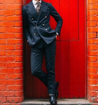 Combinar unos zapatos brogue de cuero negros: Empareja un blazer cruzado de lana azul marino junto a un pantalón de vestir de lana azul marino para un perfil clásico y refinado. ¿Quieres elegir un zapato informal? Opta por un par de zapatos brogue de cuero negros para el día.