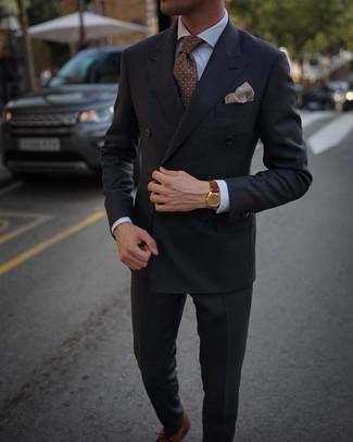 Combinar una corbata a lunares marrón: Considera emparejar un blazer cruzado en gris oscuro con una corbata a lunares marrón para un perfil clásico y refinado. Zapatos oxford de cuero marrónes son una opción inmejorable para complementar tu atuendo.
