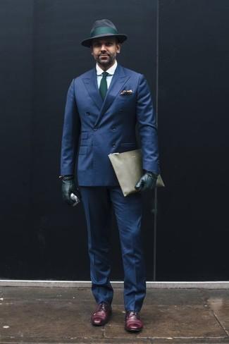 Combinar un blazer cruzado azul marino: Ponte un blazer cruzado azul marino y un pantalón de vestir azul marino para una apariencia clásica y elegante. Zapatos derby de cuero morado oscuro contrastarán muy bien con el resto del conjunto.