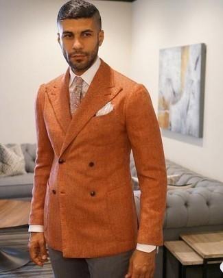 Combinar un pañuelo de bolsillo blanco: Empareja un blazer cruzado naranja con un pañuelo de bolsillo blanco para una vestimenta cómoda que queda muy bien junta.