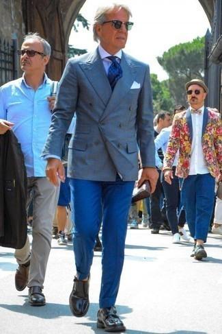 Combinar un pantalón de vestir azul estilo elegante: Haz de un blazer cruzado de tartán azul y un pantalón de vestir azul tu atuendo para un perfil clásico y refinado. Zapatos con doble hebilla de cuero negros resaltaran una combinación tan clásico.