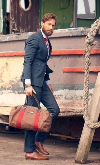 Cómo combinar: zapatos oxford de cuero marrón claro, pantalón de vestir azul marino, camisa de vestir blanca, blazer azul marino