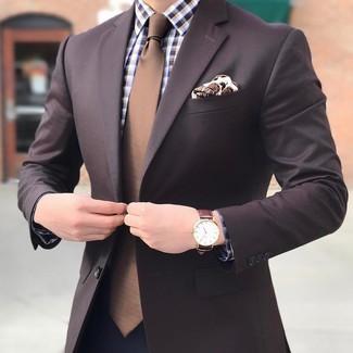 Cómo combinar: corbata marrón, pantalón de vestir azul marino, camisa de vestir de cuadro vichy marrón, blazer en marrón oscuro
