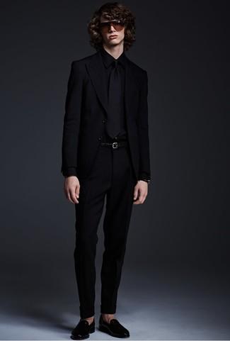 Cómo combinar: mocasín de cuero negro, pantalón de vestir negro, camisa de vestir negra, blazer negro