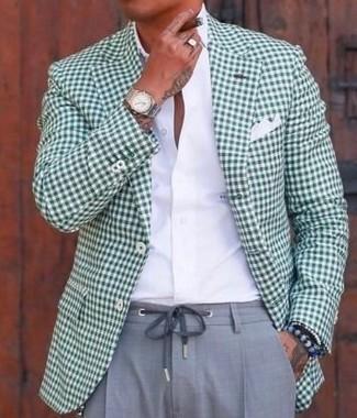 Cómo combinar: pañuelo de bolsillo blanco, pantalón de vestir gris, camisa de vestir blanca, blazer de cuadro vichy verde