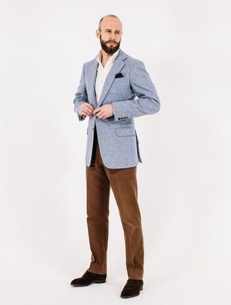 Outfits hombres estilo elegante: Considera ponerse un blazer de tweed celeste y un pantalón de vestir de pana marrón para un perfil clásico y refinado. Zapatos derby de ante en marrón oscuro son una opción excelente para completar este atuendo.