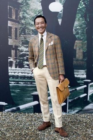 Combinar una corbata de rayas horizontales verde oscuro: Elige un blazer de cuadro vichy marrón y una corbata de rayas horizontales verde oscuro para un perfil clásico y refinado. Zapatos oxford de ante marrónes levantan al instante cualquier look simple.