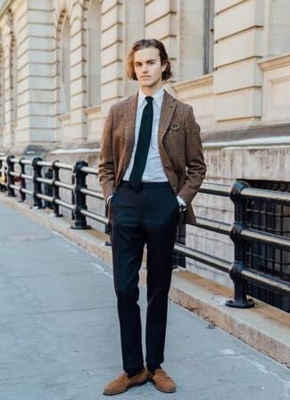 Combinar un blazer: Emparejar un blazer junto a un pantalón de vestir azul marino es una opción buena para una apariencia clásica y refinada. Mocasín de ante marrón claro son una opción grandiosa para complementar tu atuendo.