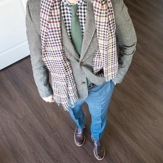 Combinar un pantalón de vestir azul estilo elegante: Intenta ponerse un blazer gris y un pantalón de vestir azul para rebosar clase y sofisticación. Si no quieres vestir totalmente formal, completa tu atuendo con zapatos brogue de cuero en marrón oscuro.