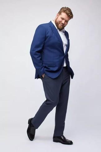 Combinar unos calcetines: Para un atuendo tan cómodo como tu sillón haz de un blazer azul y unos calcetines tu atuendo. Usa un par de mocasín de cuero negro para mostrar tu inteligencia sartorial.