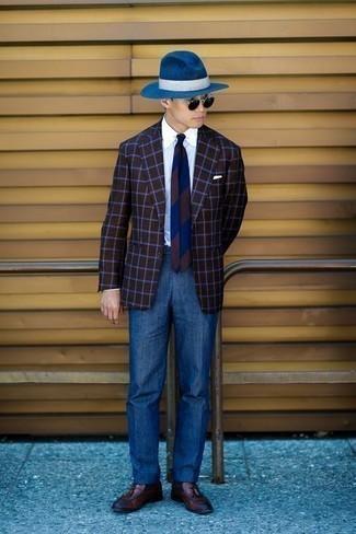 Combinar una camisa de vestir con un mocasín con borlas: Intenta combinar una camisa de vestir con un pantalón de vestir azul para un perfil clásico y refinado. ¿Quieres elegir un zapato informal? Elige un par de mocasín con borlas para el día.