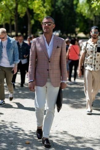 Combinar unas gafas de sol plateadas: Mantén tu atuendo relajado con un blazer rosado y unas gafas de sol plateadas. Con el calzado, sé más clásico y completa tu atuendo con mocasín de cuero en marrón oscuro.