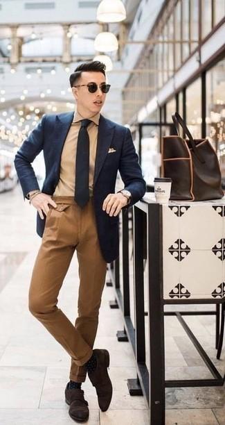 Combinar un reloj de cuero en marrón oscuro: Casa un blazer azul marino con un reloj de cuero en marrón oscuro para un look agradable de fin de semana. Elige un par de zapatos con doble hebilla de ante en marrón oscuro para mostrar tu inteligencia sartorial.