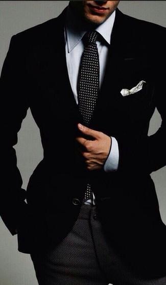 Combinar una camisa de vestir de cambray gris: Emparejar una camisa de vestir de cambray gris con un pantalón de vestir de lana en gris oscuro es una opción estupenda para una apariencia clásica y refinada.