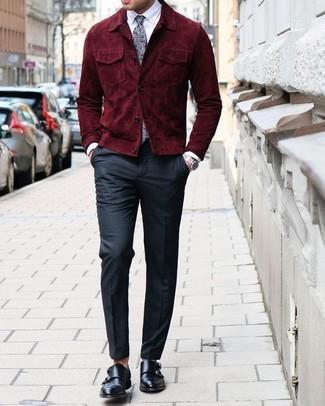 Elige una cazadora de aviador de ante burdeos y un pantalón de vestir negro para un perfil clásico y refinado. Zapatos con doble hebilla de cuero negros son una opción incomparable para complementar tu atuendo.