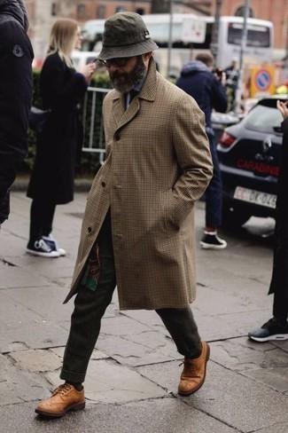 Combinar un pantalón de vestir de lana en gris oscuro: Emparejar una gabardina marrón claro con un pantalón de vestir de lana en gris oscuro es una opción estupenda para una apariencia clásica y refinada. Zapatos brogue de cuero en tabaco resaltaran una combinación tan clásico.