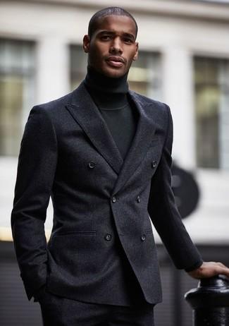 Cómo combinar: pantalón de vestir de lana en gris oscuro, jersey de cuello alto negro, blazer cruzado de lana en gris oscuro