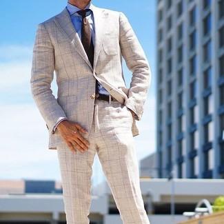 Cómo combinar: corbata de lana en marrón oscuro, pantalón de vestir a cuadros en beige, camisa de vestir azul, blazer a cuadros en beige
