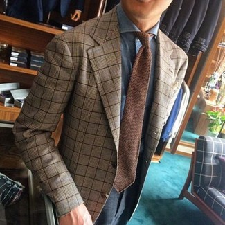 Combinar una corbata de punto marrón: Empareja un blazer de tartán marrón claro con una corbata de punto marrón para una apariencia clásica y elegante.