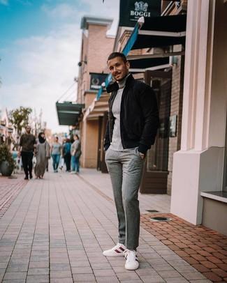 Combinar un plumífero negro: Accede a un refinado y elegante estilo con un plumífero negro y un pantalón de vestir de lana gris. ¿Quieres elegir un zapato informal? Elige un par de tenis en blanco y rojo para el día.